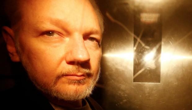 Julian Assange es trasladado a sala de salud de la prisión británica de Belmarsh