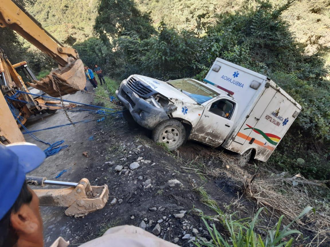 Chófer de una ambulancia en estado de ebriedad se embarrancó en Chulumani