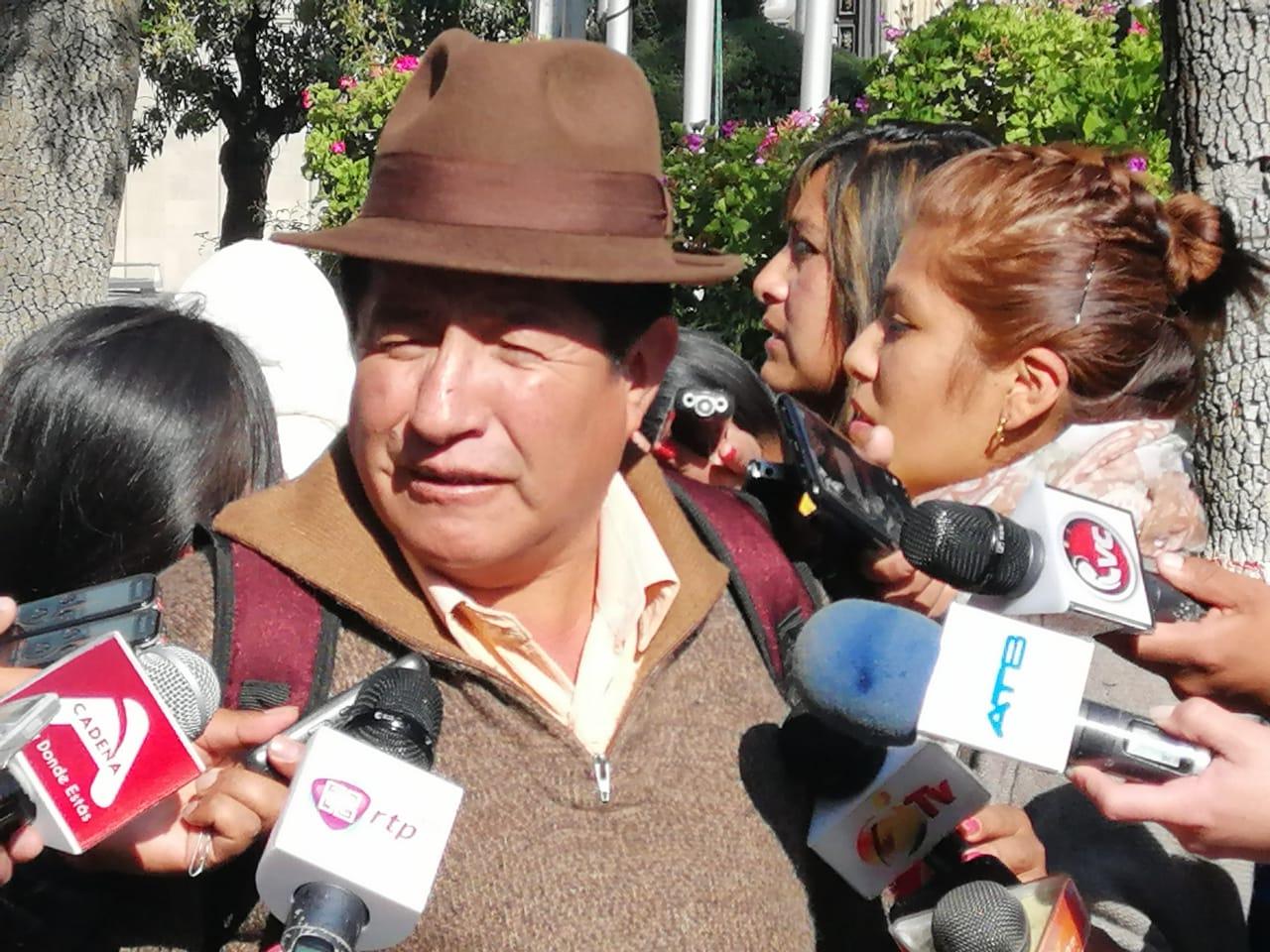 Diputado Quispe sospecha que Cárdenas dejó su cargo por tener un vínculo familiar con Morales