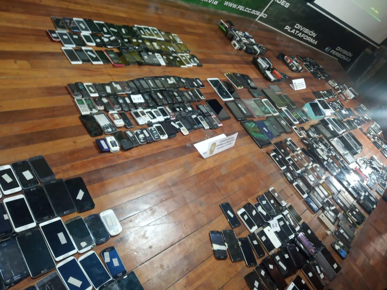 FELCC halla 700 celulares modificados en un centro técnico en la avenida Buenos Aires