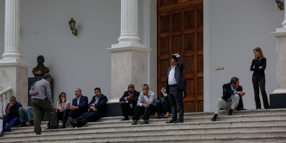 Plenaria convocada por la Asamblea Nacional de Venezuela interrumpida por supuesta amenaza de bomba
