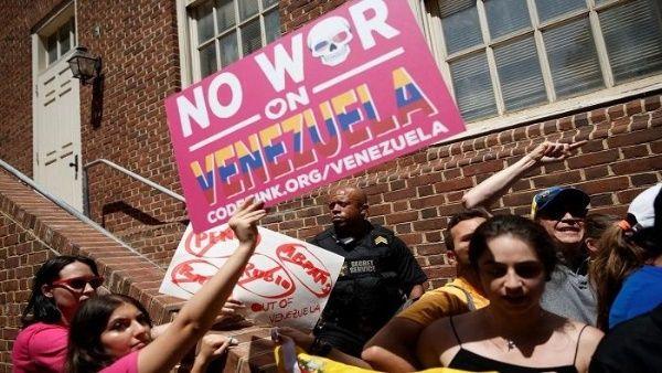 Policía de Estados Unidos detiene a 4 activistas que se encontraban en la embajada de Venezuela
