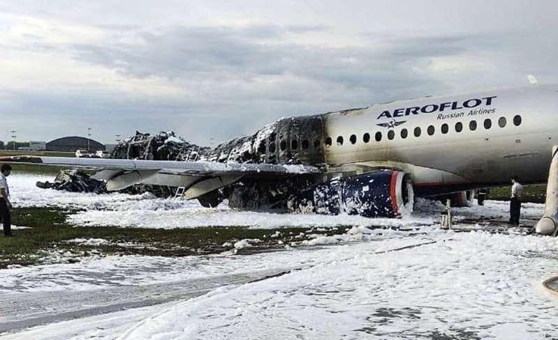 Presumen que un rayo ocasionó el incendio en un avión de Moscú que dejó 41 personas muertas