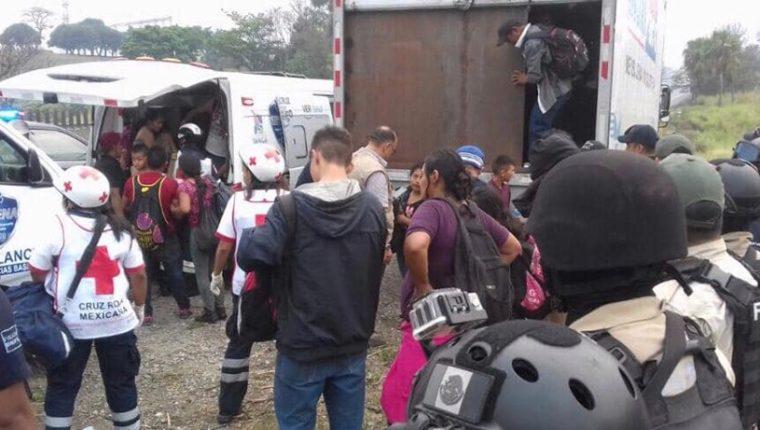 Rescatan a 137 emigrantes guatemaltecos de un camión en México