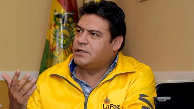 Revilla brinda su informe en comisión de diputados por el relleno sanitario de Alpacoma