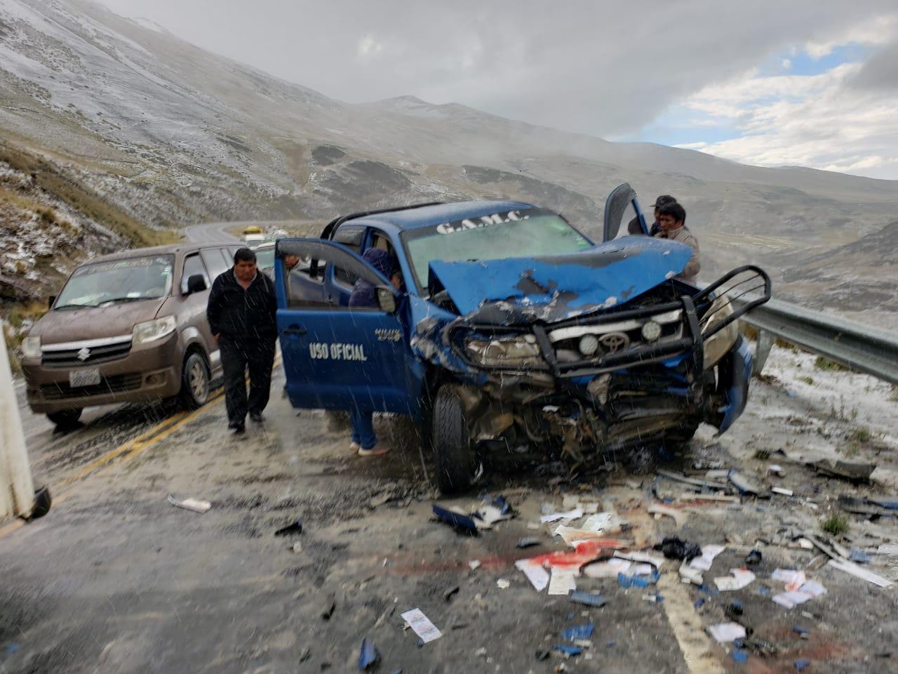 Vehículo de la alcaldía de Coroico provoca accidente de tránsito en la carretera La Paz – Yungas