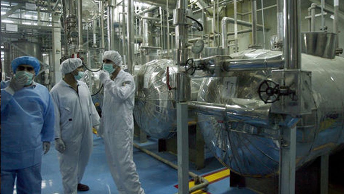 Irán anuncia que a fines de junio superará el límite permitido de almacenamiento de uranio