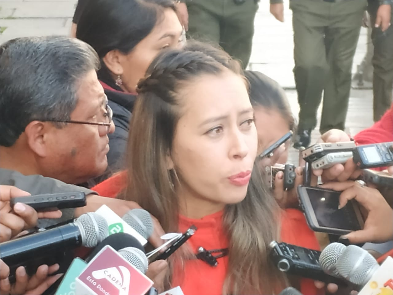 MAS y oposición exigen que el Gobernador Urquizu se disculpe por tocar impúdicamente a una mujer