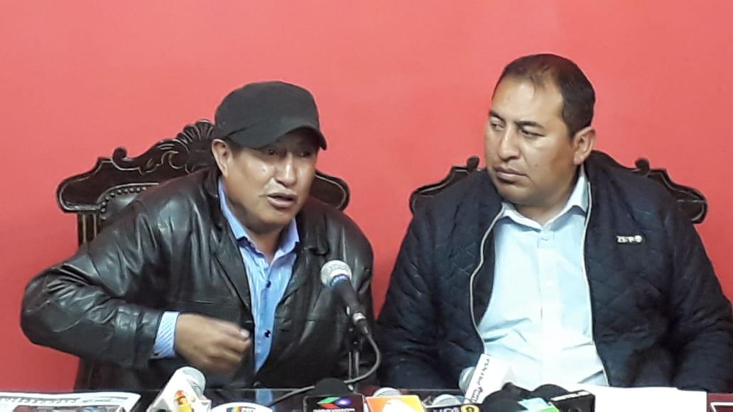 Santamaría y Quispe se querellarán contra Cocarico tras anuncio de la creación del mercado de coca