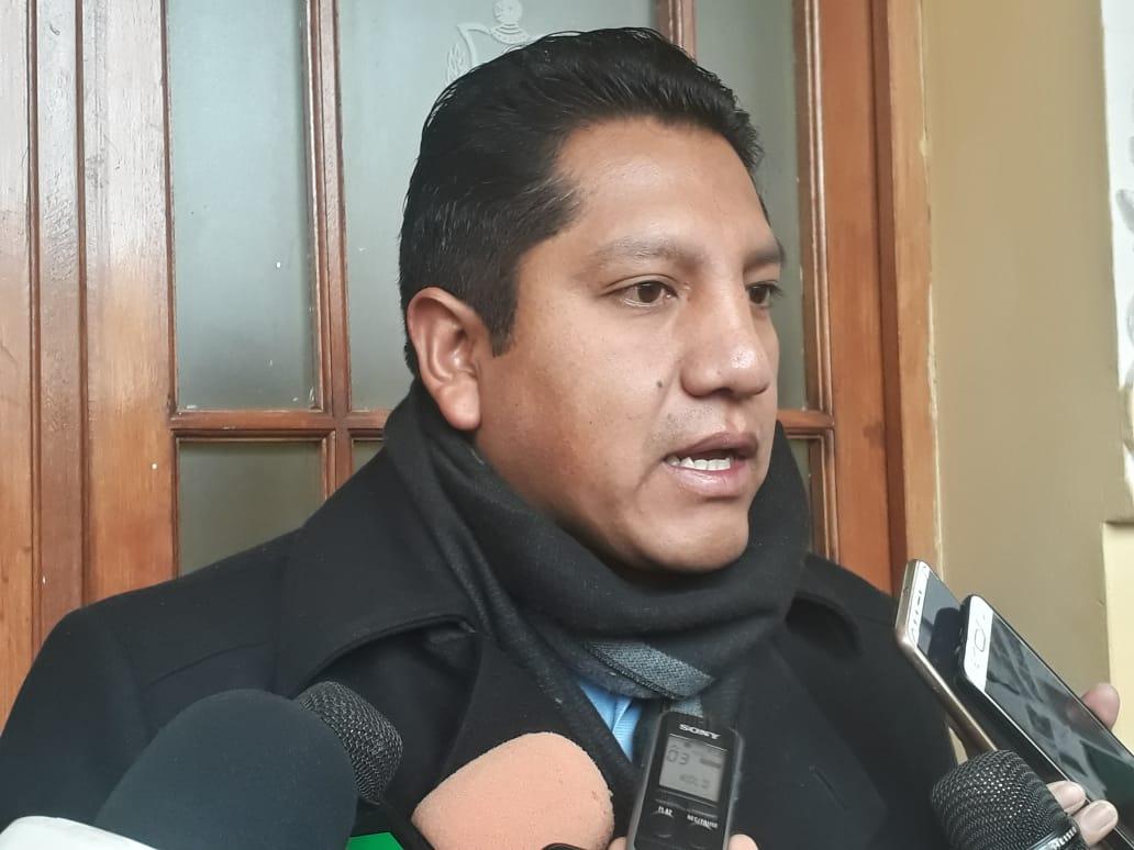 Asambleístas declaran persona no grata a Percy Fernández tras sus declaraciones discriminatorias contra paceños