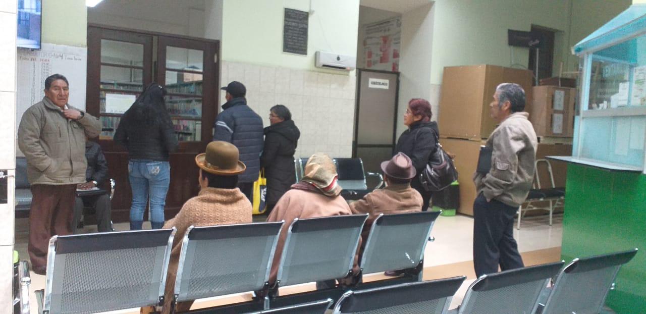CASEGURAL inicia su paro de 72 hrs para exigir la renuncia del gerente general de la Caja Nacional de Salud