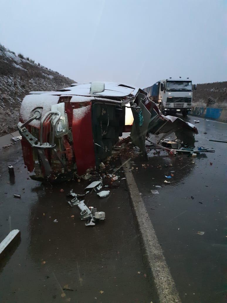 Colisión entre camión y minibús en Vilaque ocasiona la muerte de una persona