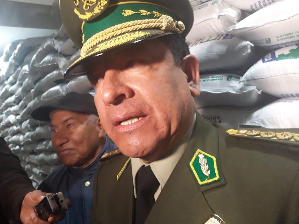 Comandante general hace entrega de víveres secos a la Policía Boliviana en el primer trimestre de su gestión