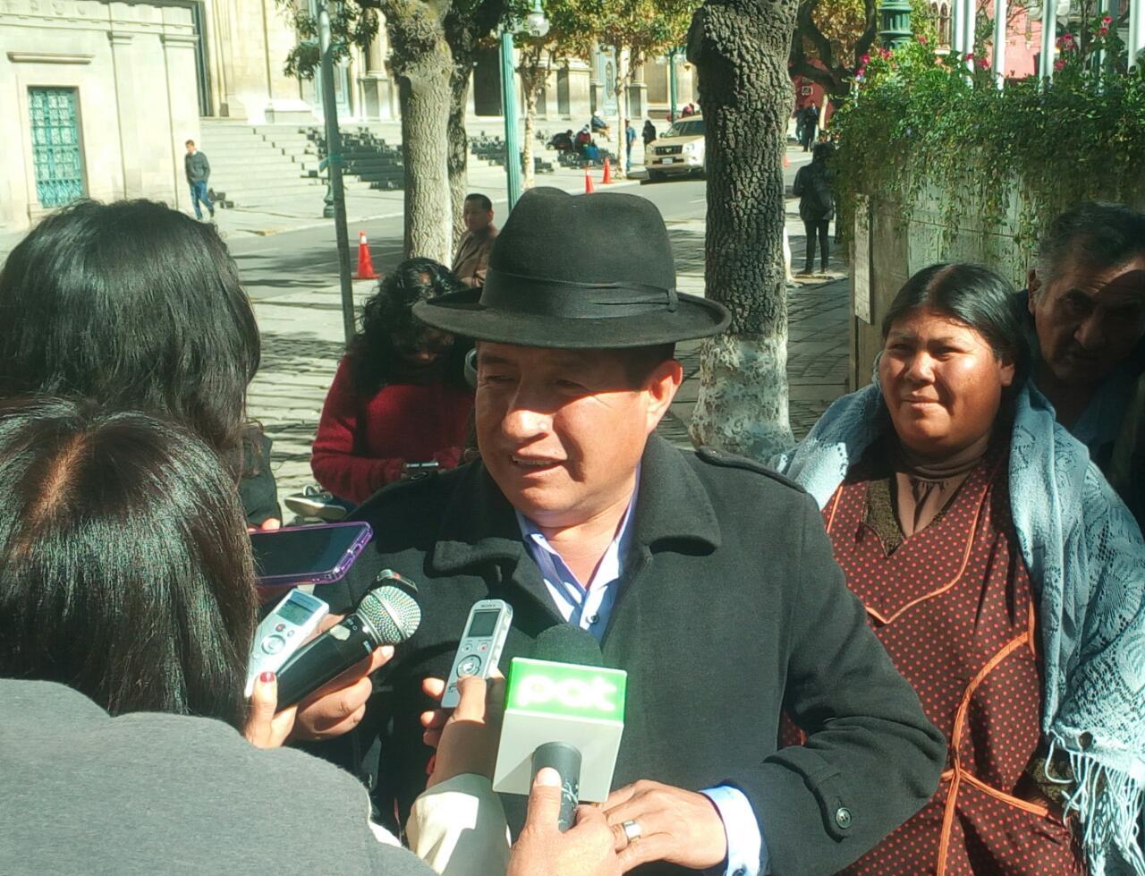 Diputado Quispe exige garantías a la Policía tras recibir amenazas de muerte por parte de ponchos rojos