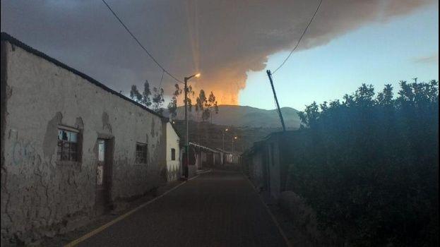 Gobierno coordina con Perú para ayudar a los municipios afectados por las cenizas de volcán Ubinas