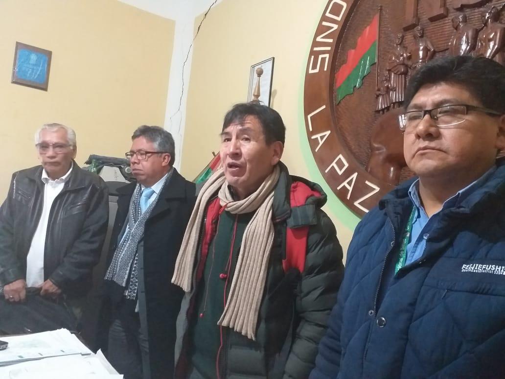 Jubilados advierten con retirar sus aportes a la Caja Nacional de Salud en respaldo al sector médico