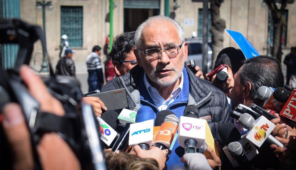 Mesa envía carta a Morales para concretar un debate público