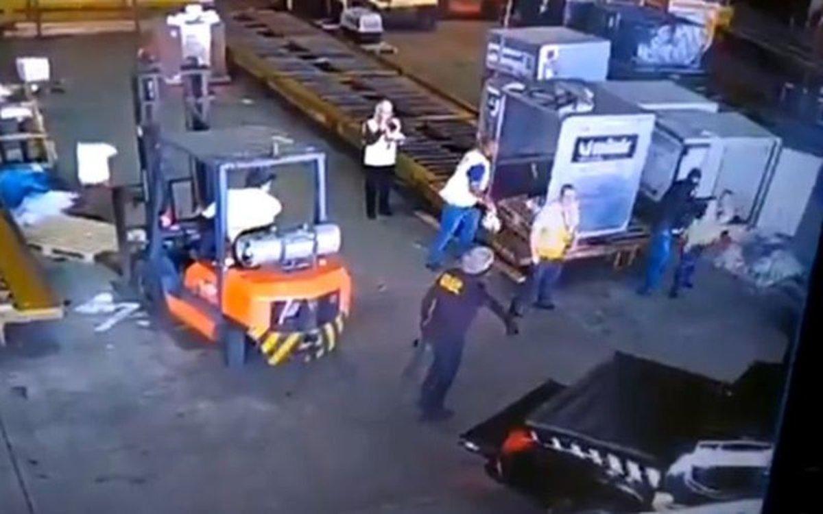 Ocho ladrones vestidos de policía robaron 750 kg de oro del aeropuerto de Sao Paulo