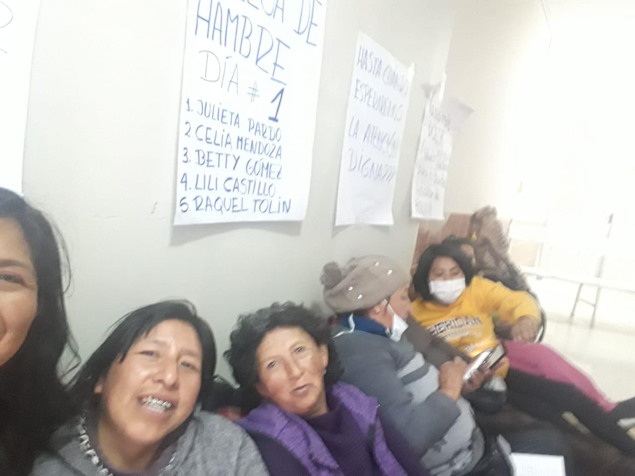 Pacientes con cáncer instalan huelga de hambre indefinida en el Hospital de Clínicas hasta reunirse con Morales