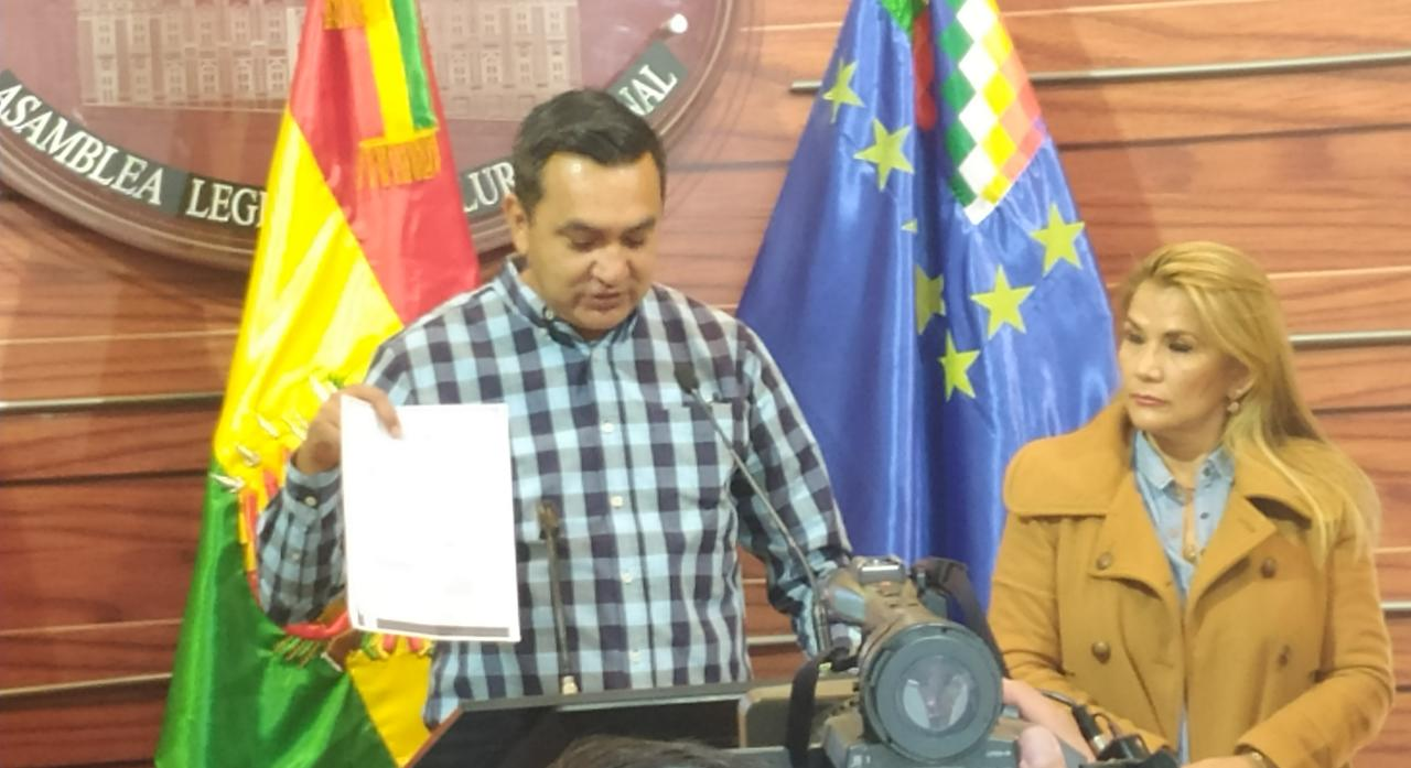 Senador Núñez denuncia a Linera por gastar Bs 27.000 en la impresión de cartillas de la historia del MAS