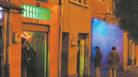 FELCC y Policía de El Alto aprehenden a 67 personas durante operativo de control en lenocinios