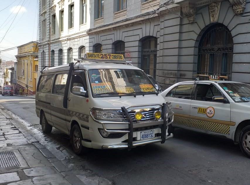 Quispe propone a Revilla que los ChikiTitis y el Puma Katari sean transporte para escuelas fiscales, discapacitados y personas de la tercera edad
