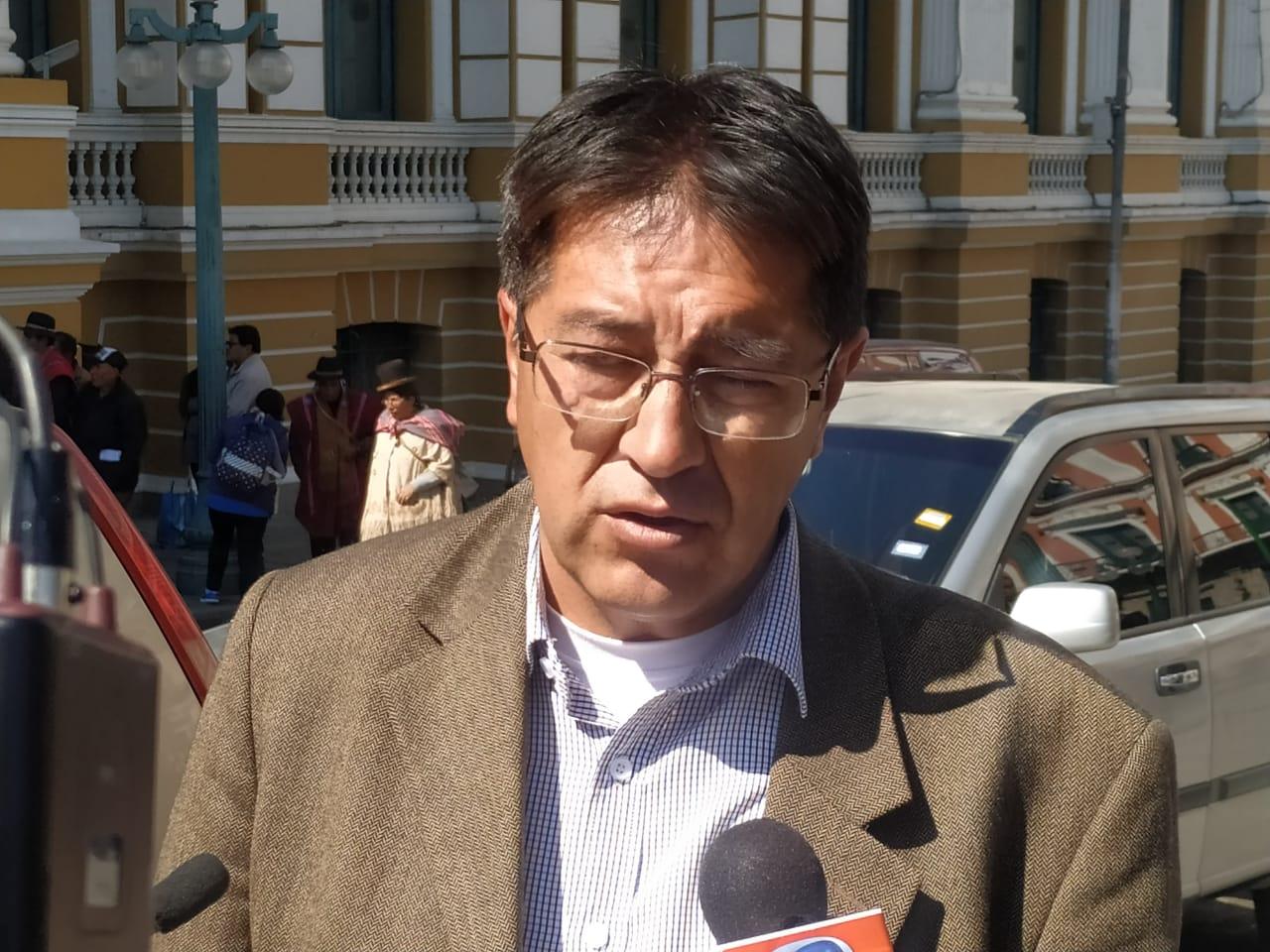 Barrientos presenta una denuncia contra el ministro de Obras Públicas por discriminación