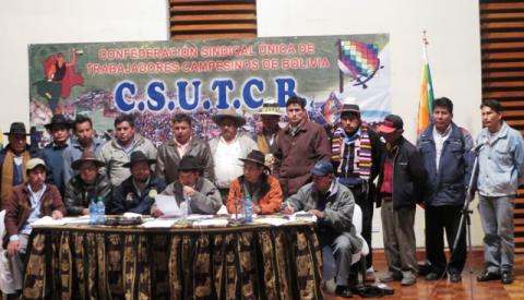 Campesinos convocan a un ampliado para elegir un nuevo ejecutivo de la CSUTCB