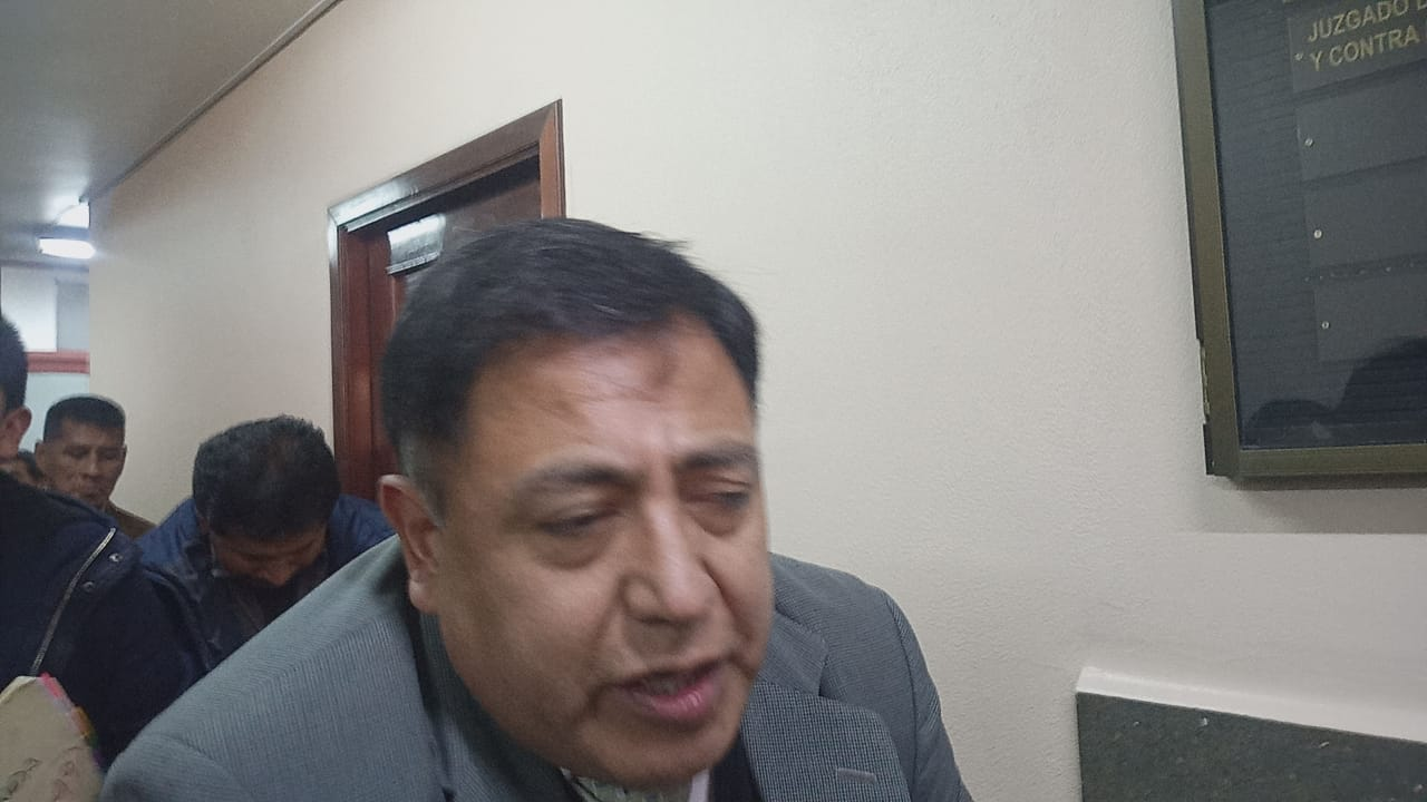 Concejal y ex concejal de El Alto son enviados a la cárcel por presuntamente estar involucrados en la compra irregular de buses municipales