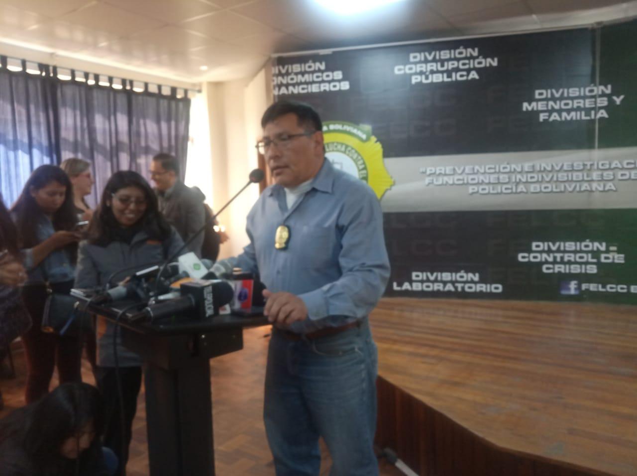 FELCC detiene a un concejal y un ex concejal de El Alto por presuntamente adquirir buses municipales con sobreprecio