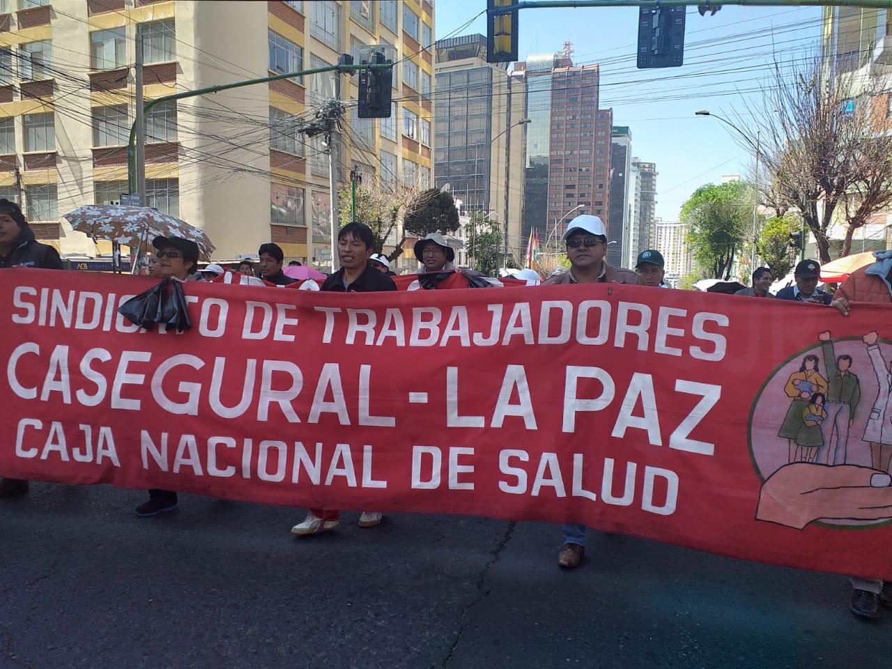 Galenos realizan marcha para ratificar la continuidad del paro médico indefinido