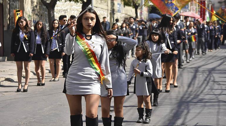 Tránsito realiza cortes de vías por los desfiles en conmemoración de la fundación de Bolivia