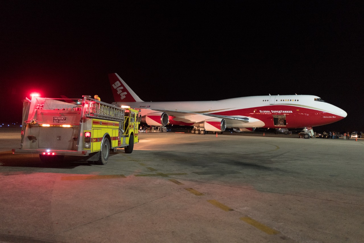 El avión Supertanker (Boeing 747-400) arriba en el aeropuerto de Viru Viru en Santa Cruz