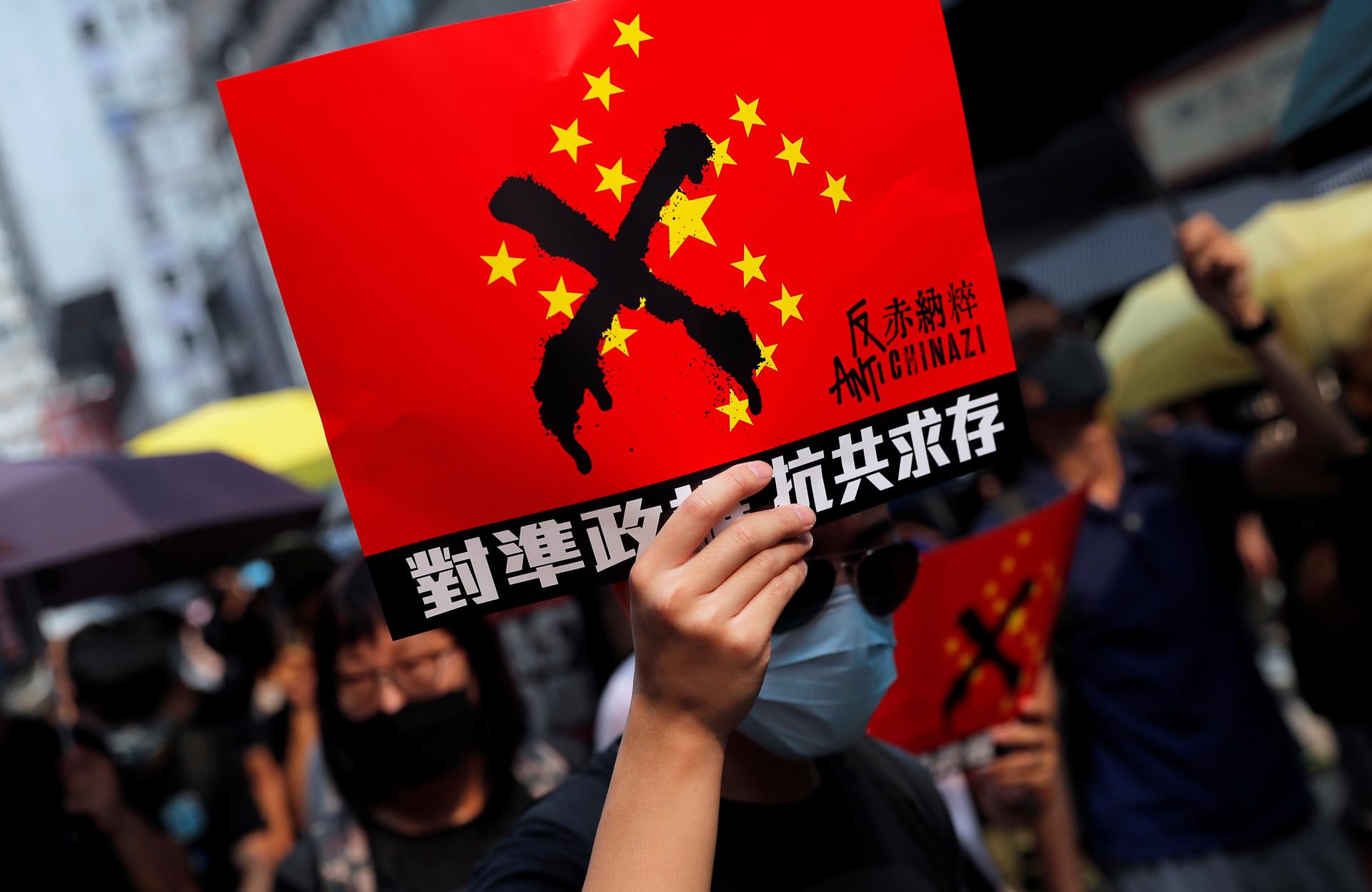 """Manifestantes de Hong Kong realizan protesta denominada """"antitotalitarista global"""""""