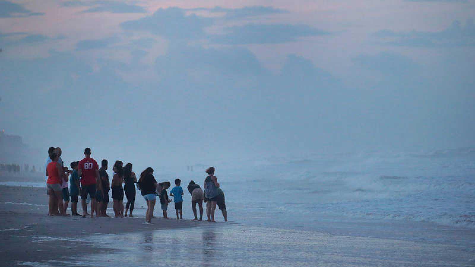 Huracán Dorian reanuda su marcha por el mar con dirección al noroeste de Florida