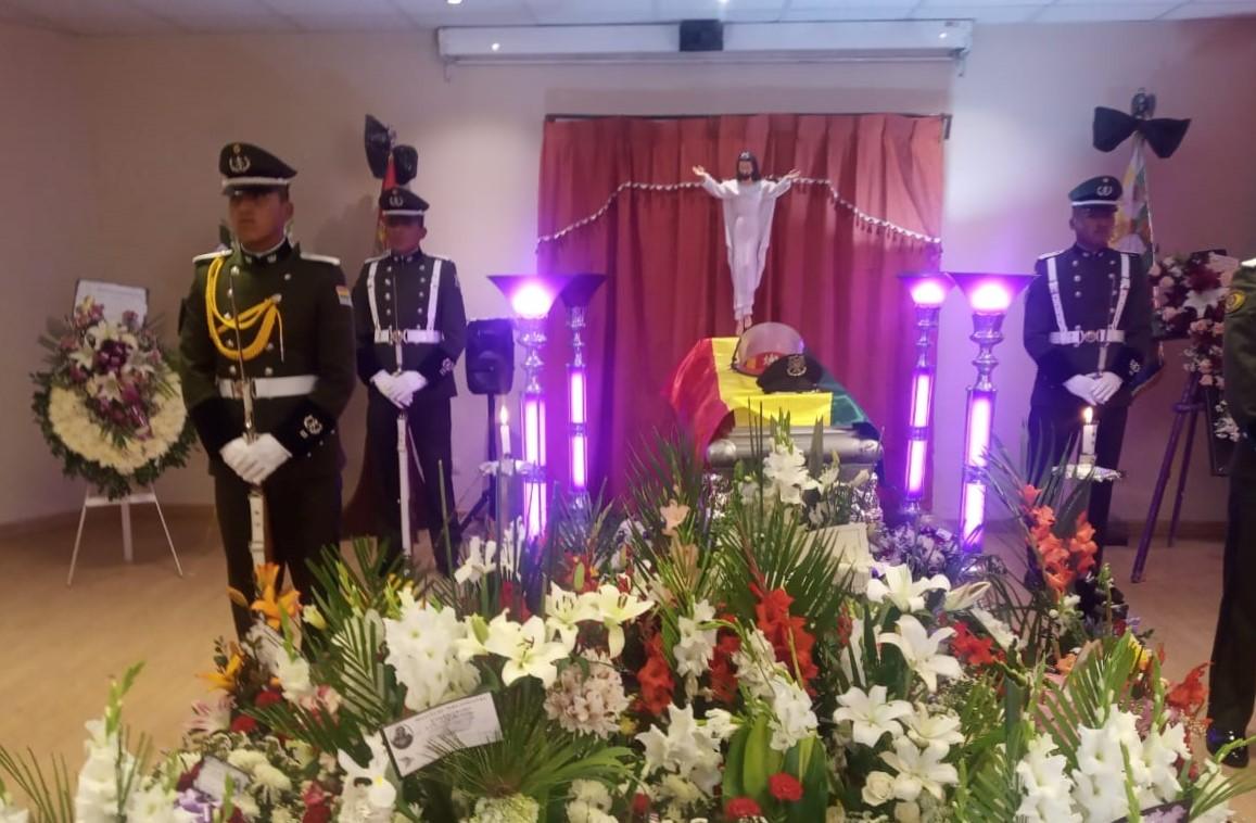 Lucio Mamani es velado en el Comando de Bomberos y fue declarado un héroe nacional