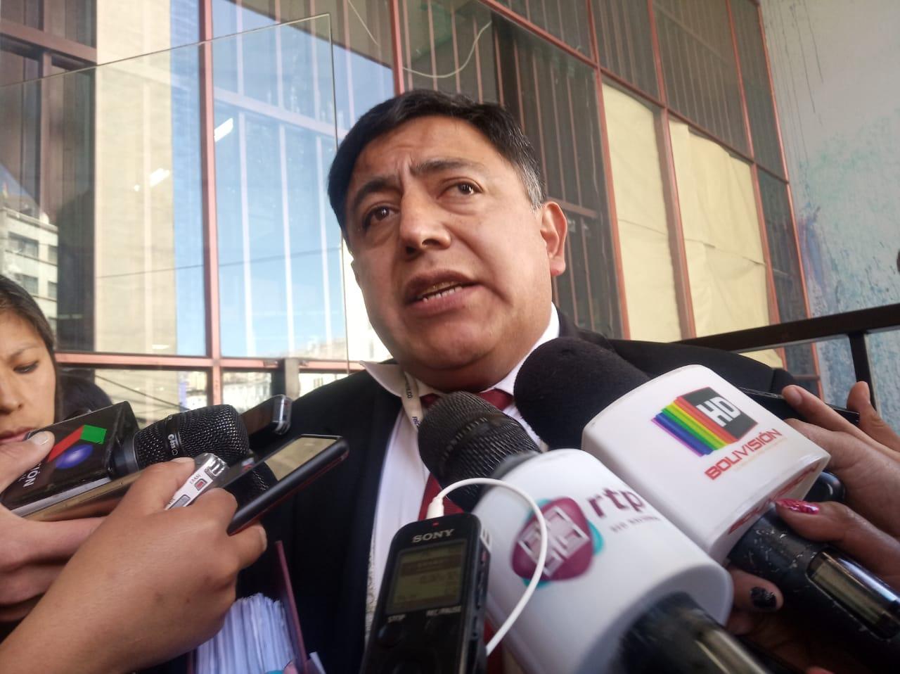 Determinan detención domiciliaria para dos exconcejales de El Alto involucrados en la compra irregular de buses Sariri