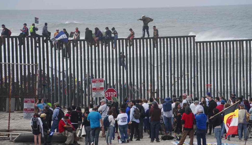 Juez prohíbe a Trump negar asilo a las personas migrantes que hayan cruzado la frontera