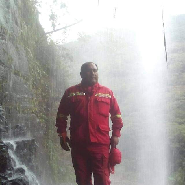 Encuentran sin vida al bombero que cayó a un barranco tras sofocar un incendio forestal en Coroico