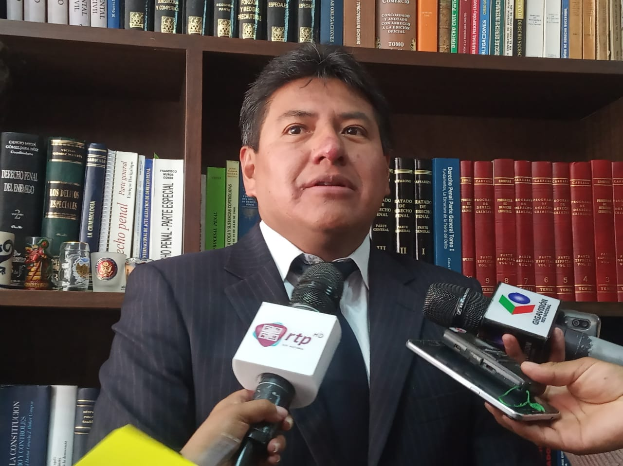 Franklin Gutiérrez demanda a dos funcionarios de Migración por alterar el flujo migratorio de sus viajes