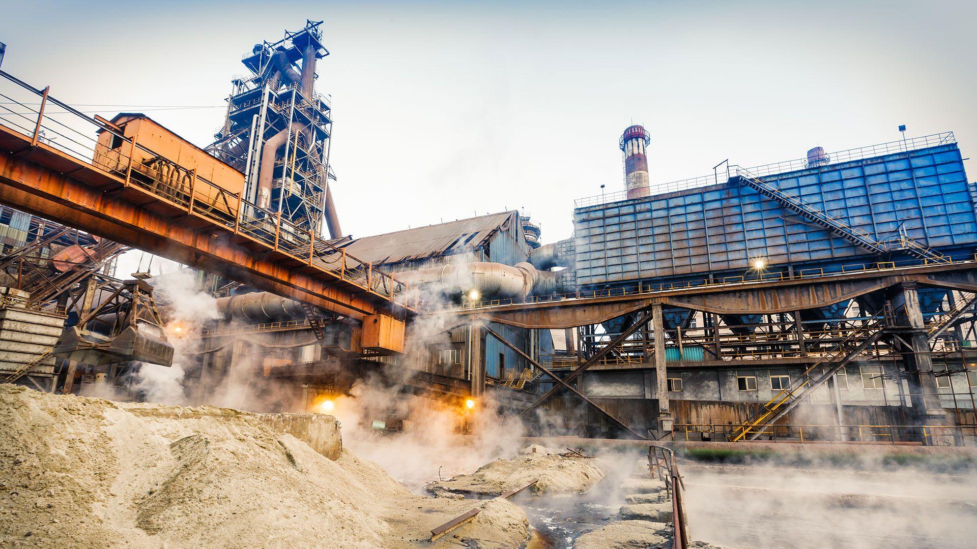 La producción industrial China cayó a su nivel más bajo en 17 años