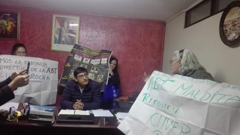 Mujeres Creando exigen la renuncia del director de ABT por considerarlo corresponsable de los incendios en Chiquitanía