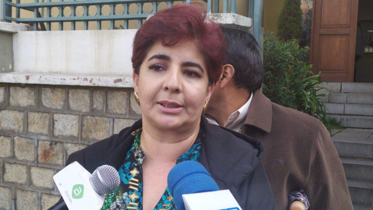 Paola Barriga presenta oficialmente su renuncia como candidata vicepresidencial por PDC