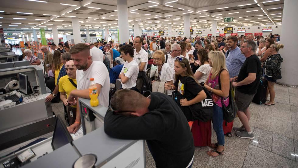 Quiebra de aerolínea deja a más de 600.000 viajeros varados a nivel mundial