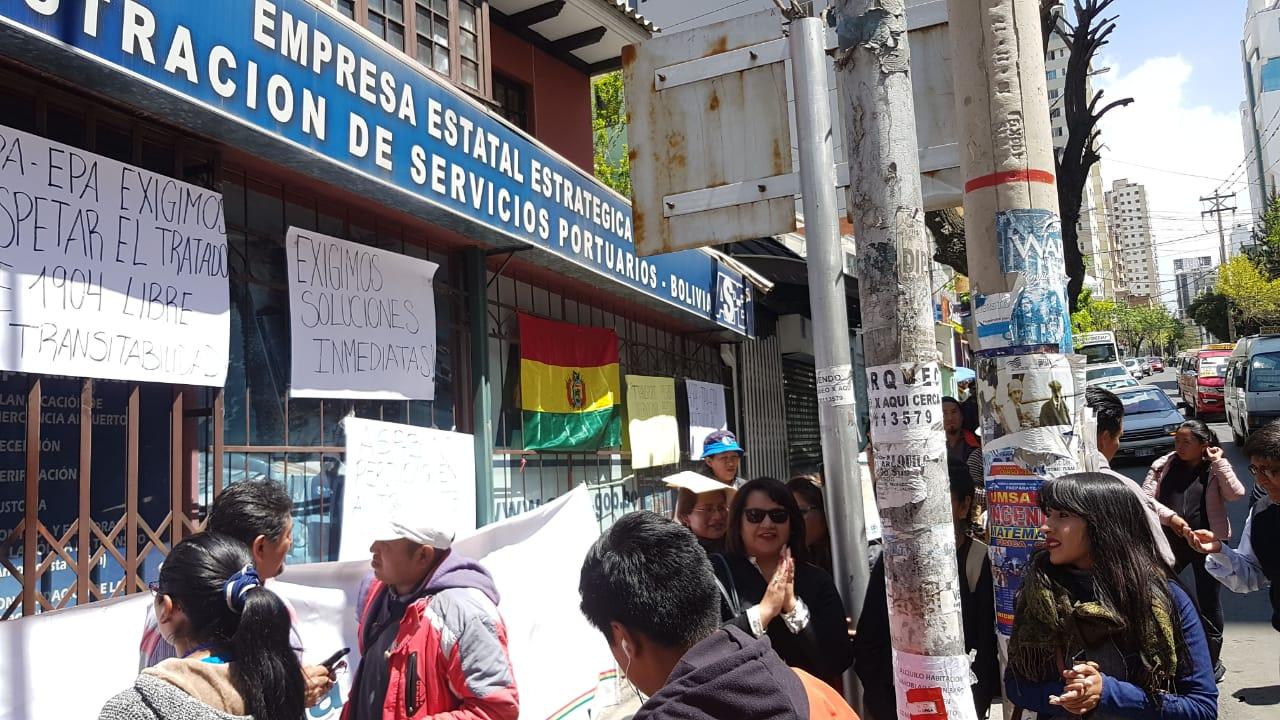 Transporte pesado advierte con cerrar fronteras el próximo lunes por conflictos en el puerto de Arica