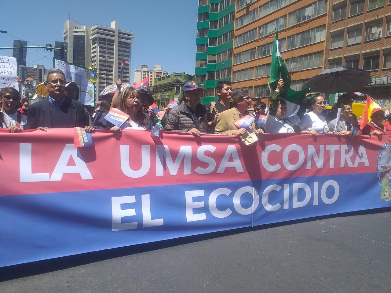 UMSA y médicos realizan marcha en defensa de la Chiquitanía y exigir la abrogación de la ley 741