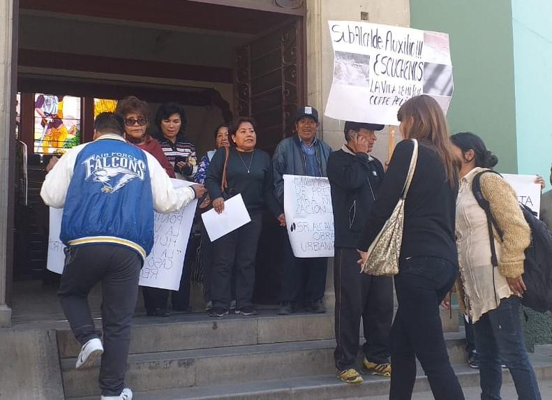 Vecinos aledaños al Cementerio Jardín exigen a las autoridades paralizar el movimiento de tierra en el sector
