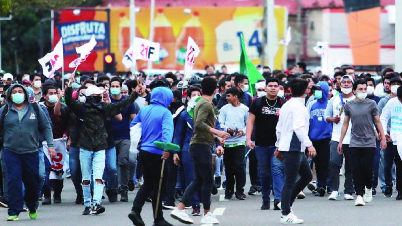 Peleas entre masistas y activistas dejan 8 heridos y 30 detenidos en Santa Cruz