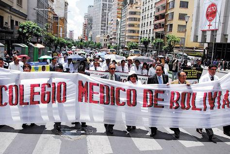 Médicos deciden ir al diálogo con el Gobierno, sin levantar el paro indefinido