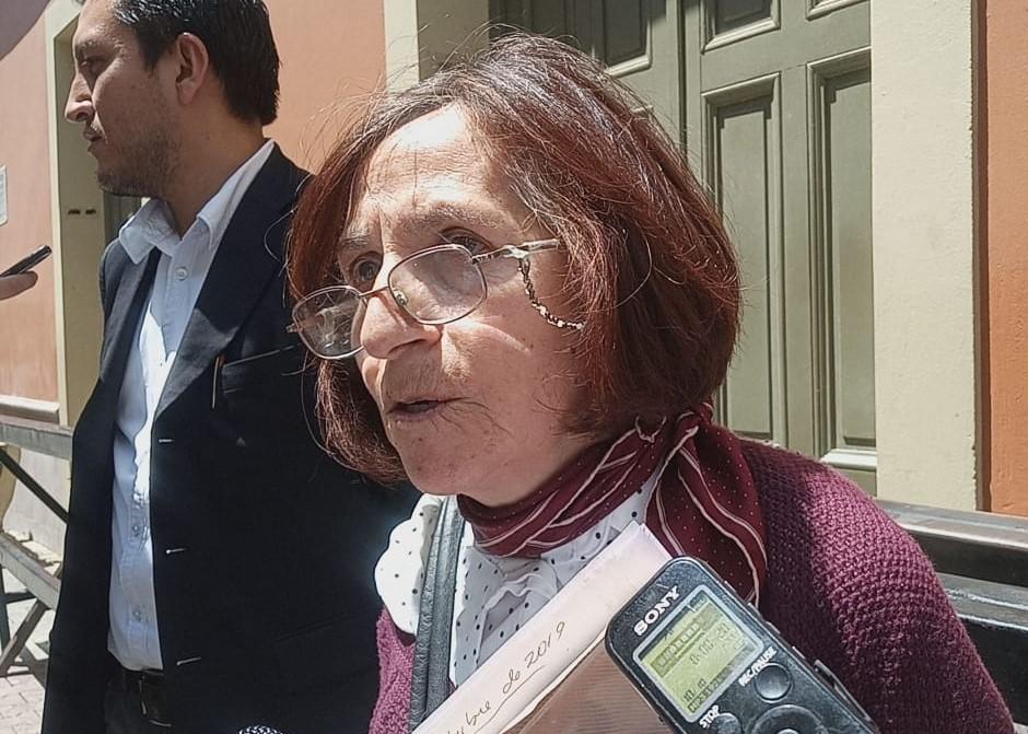 Asamblea de Derechos Humanos evidencia cajas con papeletas marcadas a favor del MAS tras denuncia de vecinos en Miraflores